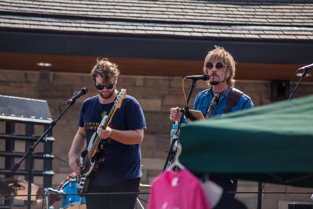 Live Entertainment at NewRoads Classic Car Show